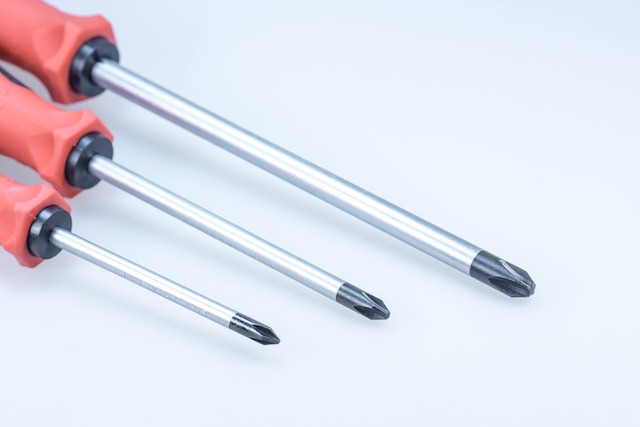 Set of three screwdrivers in the colour red.